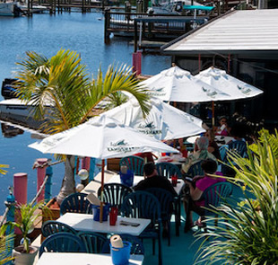 Fresh seafood restaurants casual beach style dining for Fish restaurant fort myers